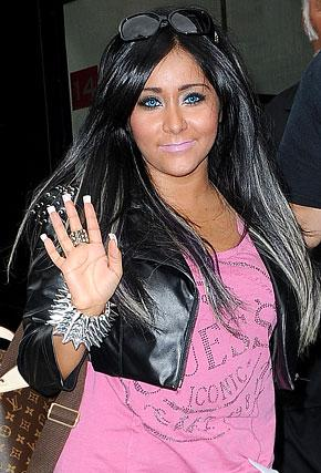 Snooki Gets Electric Blue Contacts and Multi-Colored Hair Extensions