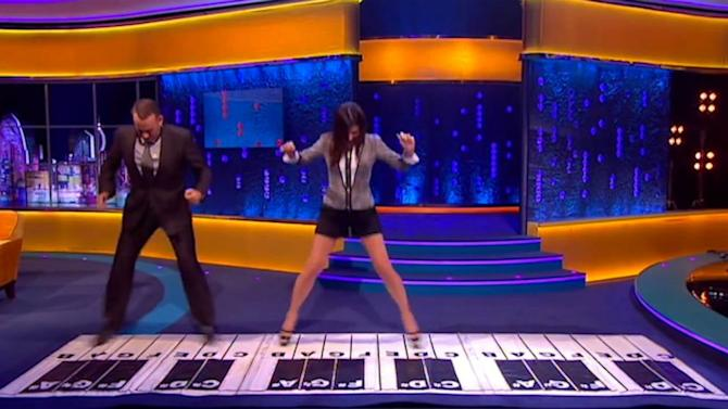 Tom Hanks, Sandra Bullock Recreate 'Big' Piano Scene