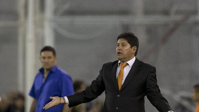 Coach Eduardo Villegas of Bolivia's The Strongest, gestures during a Copa Libertadores soccer match against Argentina's Velez Sarsfield in Buenos Aires, Argentina, Tuesday, March 18, 2014