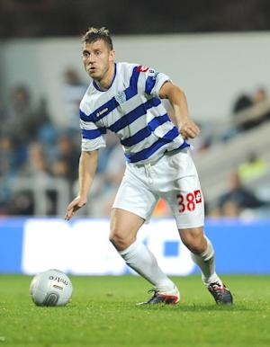 Former QPR midfielder Martin Rowlands has been signed on a short-term deal by Leyton Orient
