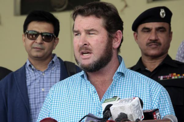 LAHORE, May 6, 2015 (Xinhua) -- Chief Executive of Zimbabwe Cricket Alistair Campbell (C) speaks to media at Gaddafi Stadium in eastern Pakistan's Lahore, May 6, 2015. A delegation of Zimbabwe Cri