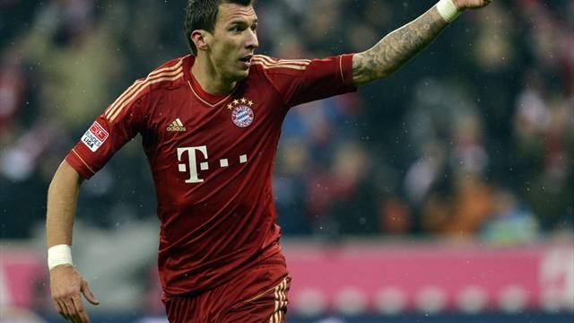 Bundesliga - Mandzukic gives Bayern win, Dortmund crush Bremen