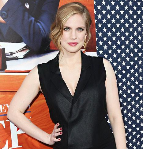 Anna Chlumsky Talks Pregnancy Cravings, Baby Names and Nursery Prep