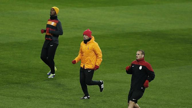 Galatasaray's Didier Drogba from Ivory Coast, left, coach Roberto Mancini from Italy, centre, and Wesley Sneijder from The Netherlands, right, run during a training session  in Madrid, Spain, Tuesday, Nov. 26, 2013.  Galatasaray will play Real Madrid on Wednesday in a Group B Champions League soccer match