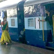 Rohit Shetty To Re-Create Iconic 'DDLJ' Train Scene For 'Chennai Express'?