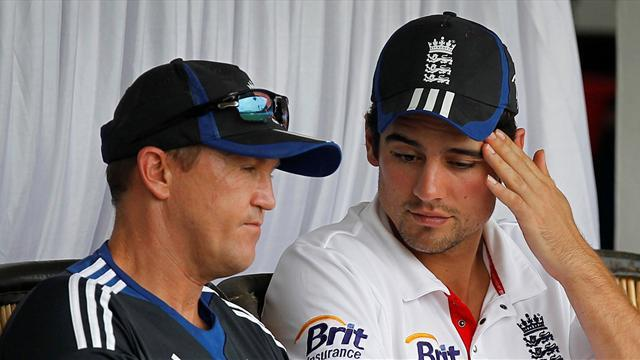 Ashes - Flower backs Cook, to discuss coaching future in Sydney