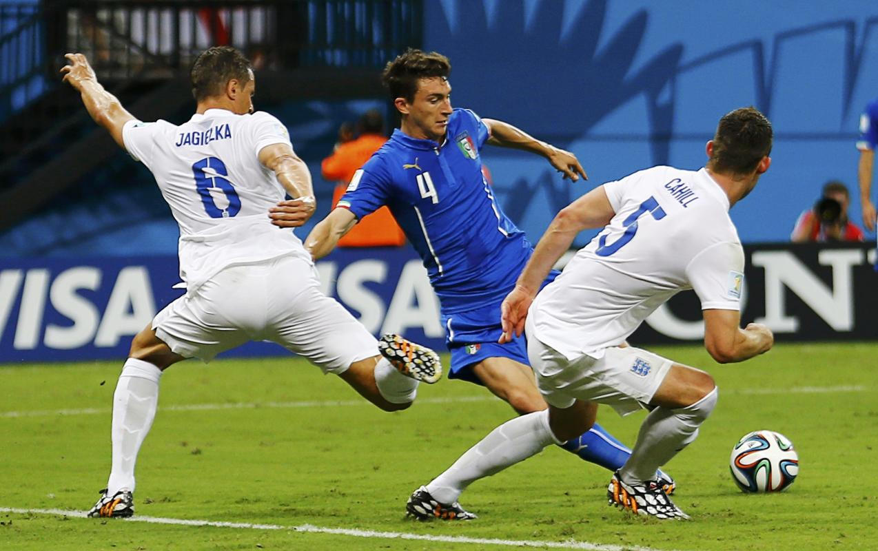 Italy's Darmian fights for the ball with England's Jagielka and Cahill during their 2014 World Cup Group D soccer match at the Amazonia arena ...