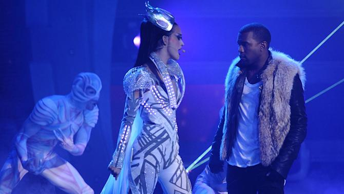 """Katy Perry and Kanye West perform """"E.T."""" on """"American Idol."""""""