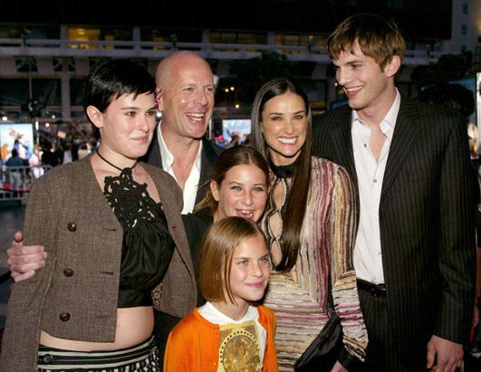 gty_demi_moore_ashton_kutcher_bruce_willis_family_ss_thg_121107_ssh.jpg