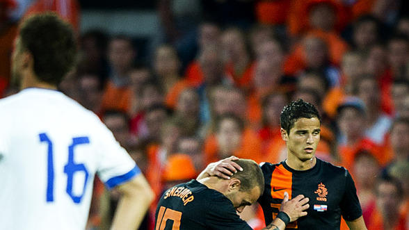 Netherlands' Wesley Sneijder C)leaves The Pitch With Ibrahim Afellay   AFP/Getty Images