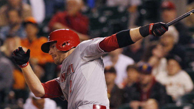 Reds score 5 in 11th to beat Giants 7-3