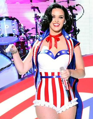 Katy Perry Performing Under the Brooklyn Bridge for MTV VMAs Finale