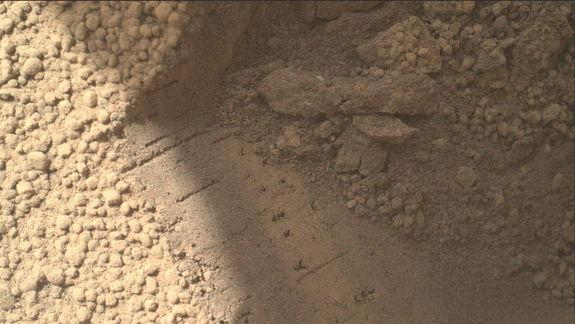 Curiosity Rover Digs Up Shiny Particles on Mars