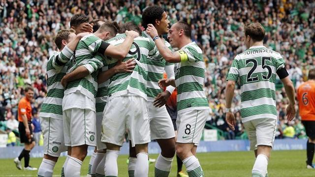 Scottish Premier League - Celtic celebrate title with easy win over United