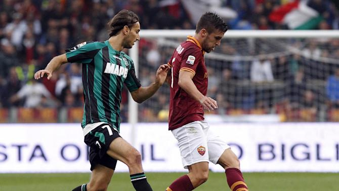 AS Roma midfielder Kevin Strootman, of the Netherlands, right, is challenged by Sassuolo midfielder Simone Missiroli during a Serie A soccer match between AS Roma and Sassuolo at Rome's Olympic stadium, Sunday, Nov. 10, 2013
