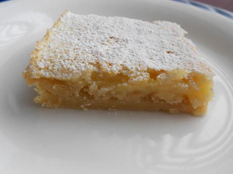 Tangy and sweet lemon bar dusted with icing sugar © Yvonne Batey