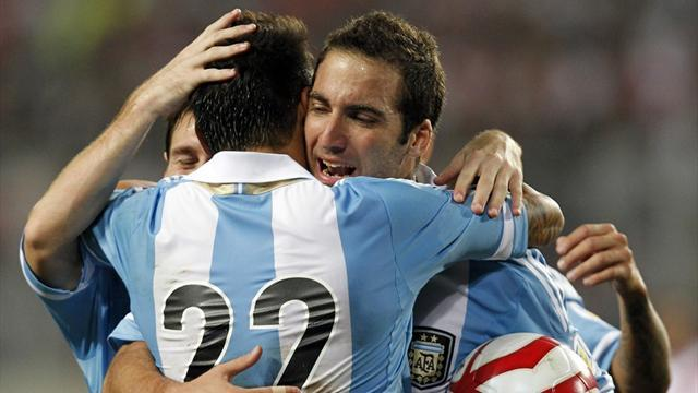 Higuain rescues point for subdued Argentina