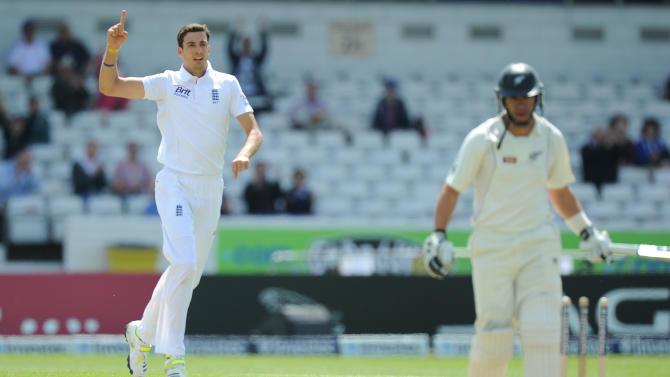 Cricket - Investec Test Series - Second Test - England v New Zealand - Day Three - Headingley