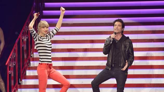 Taylor Swift and Pat Monahan perform onstage at the Prudential Center on March 29, 2013 in Newark, New Jersey -- Getty Premium
