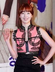 Han Sun Hwa shows interest in Jin Gu