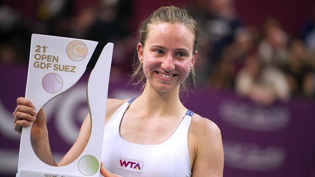 Tennis - Barthel defeats Errani to win Paris Open