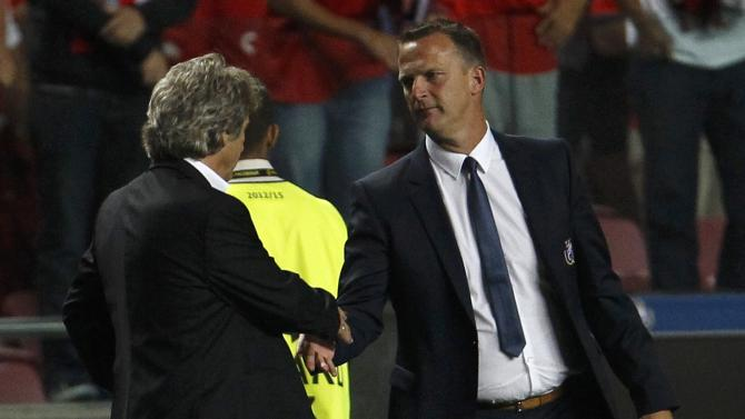 Benfica's coach Jesus and Anderlect's coach van den Brom shake hands after their Champions League soccer match at the Luz Stadium in Lisbon