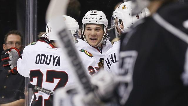Ice Hockey - Blackhawks spoil Kings' coronation