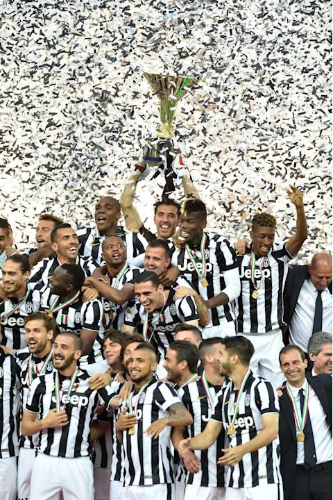 TURIN, May 24, 2015 (Xinhua) -- Juventus' players celebrate with their Italian league trophy after the Italian Serie A soccer match against Napoli at the Juventus Stadium in Turin, Italy, May 23,