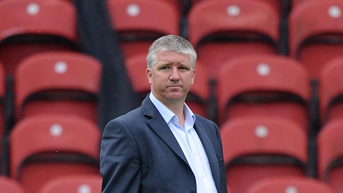 Martin Ling has handed a contract to winger Karl Baker