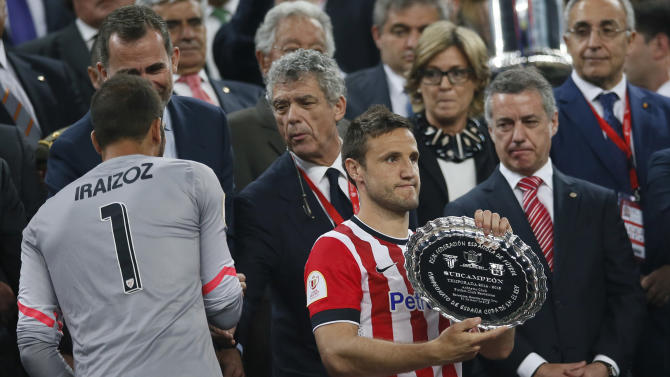 SOC: Athletic Bilbao's Carlos Gurpegui with the runners up trophy