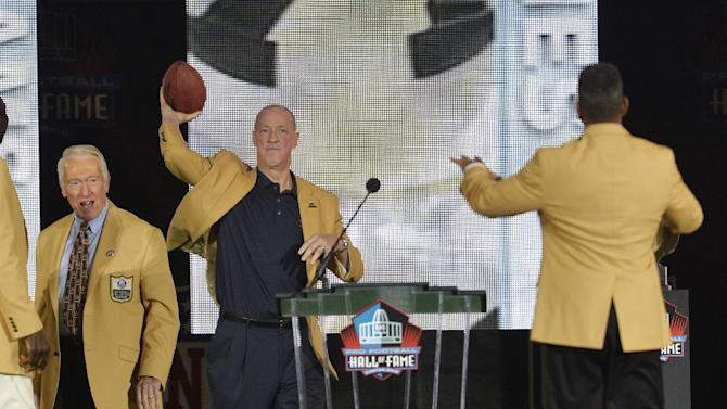 Reed brings the emotion, Strahan laughs at HOF