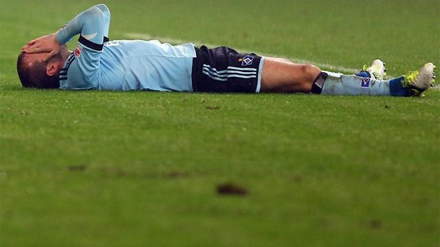 German Bundesliga  - Van der Vaart fears over muscle injury