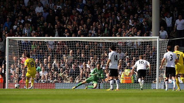Premier League - Reading hammer Fulham to get off the bottom