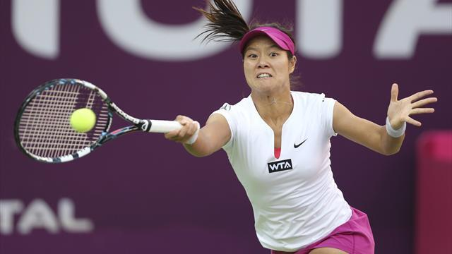 Tennis - Li, Radwanska lead seeds through in Doha