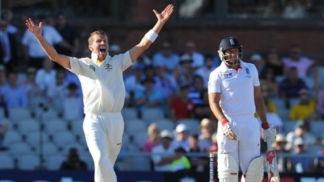 Ashes - Australia take charge as England toil at Old Trafford