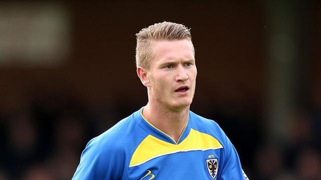 League One - Smith signs for Swindon