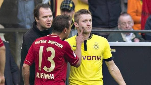 Bundesliga - Bayern's Rafinha gets two-match ban for finger-poking