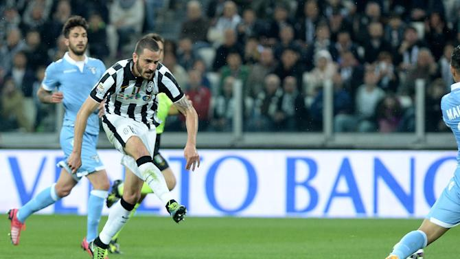 Runaway Serie A leader Juventus beats 2nd-place Lazio 2-0