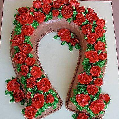 Horseshoe Rose Wreath Cake