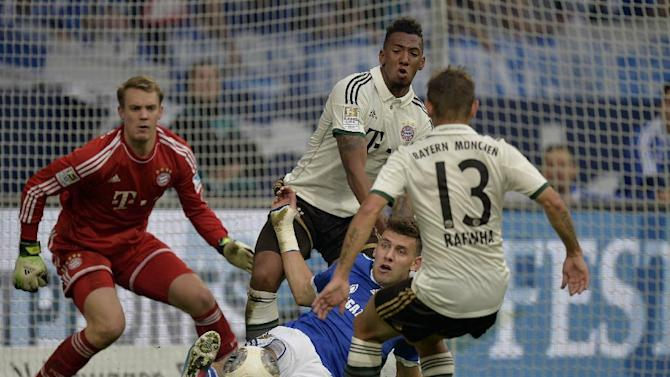 Schalke's Adam Szalai of Hungary, center, Bayern goalkeeper Manuel Neuer, left, Bayern's David Alaba of Austria and Rafinha of Brazil, right, challenge for the ball during the German soccer Bundesliga match between FC Schalke 04 and Bayern Munich at the arena in Gelsenkirchen, Germany, Saturday, Sept. 21, 2013