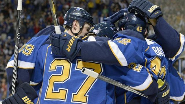 Ice Hockey - Blues leave it late against Blackhawks