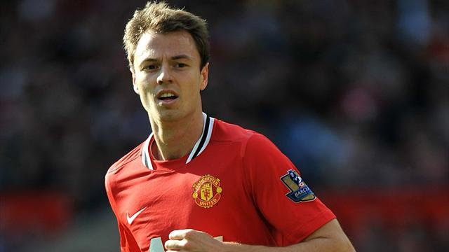 Premier League - Evans signs new Manchester United contract