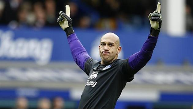 Premier League - Howard signs new Everton contract