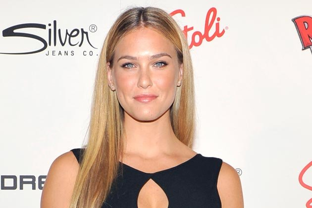 "Bar Refaeli sucht nach dem ""Million Dollar Shootingstar"" - aktuell in Grönland (Bild: Getty Images)"