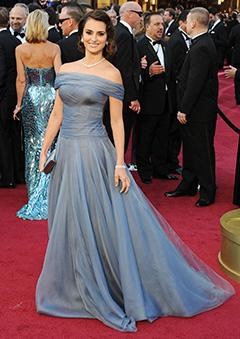 PIC: Penelope Cruz Dazzles in Custom Armani Gown at Oscars