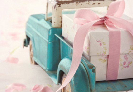 How Much Should You Spend On A Wedding Gift Yahoo Finance