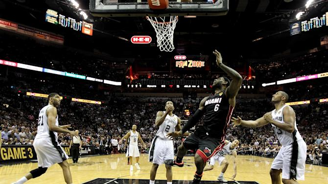 Basketball - Heat even the score with Spurs in the Finals