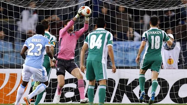 Lazio's goalkeeper Etrit Berisha (C) saves a penalty kick by Ludogorets' Svetoslav Dyakov (R) during their Europa League round of 16 first leg soccer match at the Olympic stadium in Rome February 20, 2014 (Reuters)