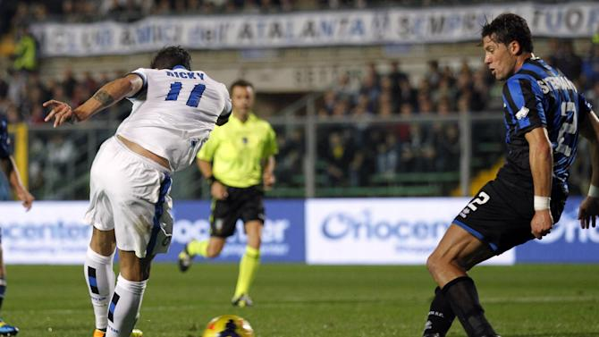 Inter Milan's Ricardo Alvarez, left, of Argentina, scores during a Serie A soccer match against Atalanta in Bergamo, Italy, Tuesday, Oct. 29, 2013