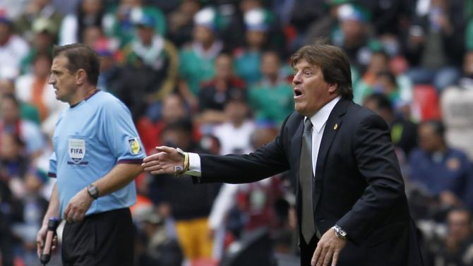 Mexico's coach Herrera gestures during their 2014 World Cup qualifying playoff first leg soccer match against New Zealand at Azteca stadium in Mexico City
